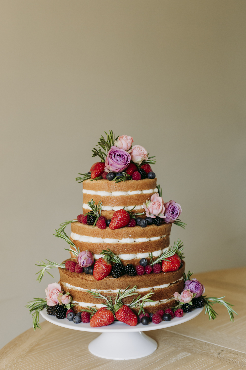 Naked Cake Summer Berries and Roses